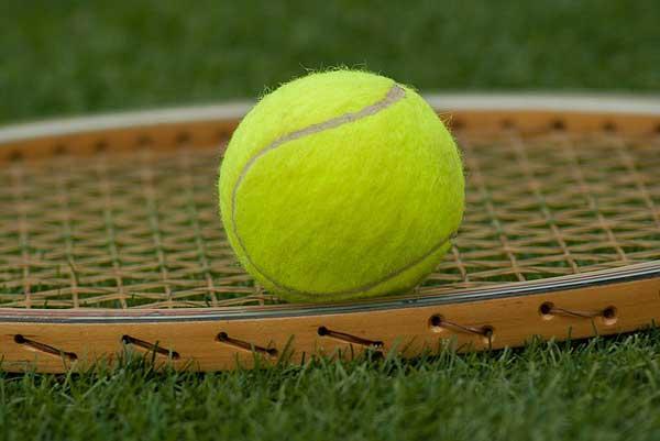 Tennis ball for snoring